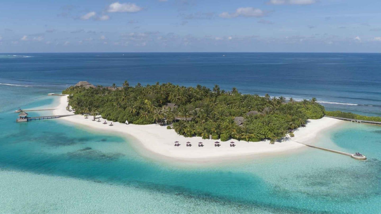 https://assets.minorhotels.com/image/upload/q_auto,f_auto/media/minor/anantara/images/naladhu-private-island-maldives/the-resort/mnld_topbanner_1920x1080.jpg
